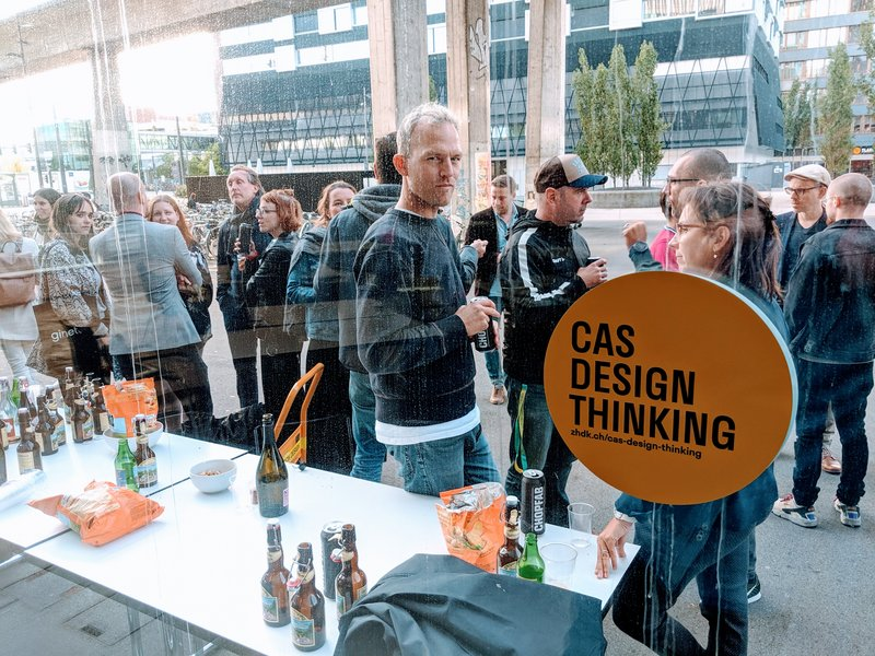 Students of CAS Design Thinking drinking Beer